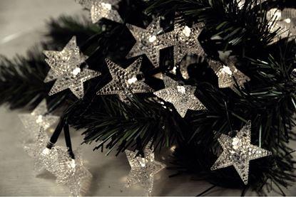 Komplet choinkowy wewnętrzny gwiazdy 4,5cm białe 30 diody LED z zasilaczem 5,8m 10-722