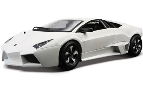 Bburago 1:24 Lamborghini Reventon białe