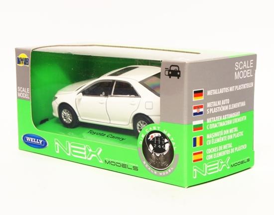 Welly 1:34 Toyota Camry - biały