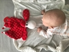 Mom's Care Sensoryczna przytulanka Sheepi Czerwona gryzak szmatka 0+